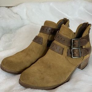 Woman's Ugg Patsy Duel Buckle Ankle Boots Sz 7